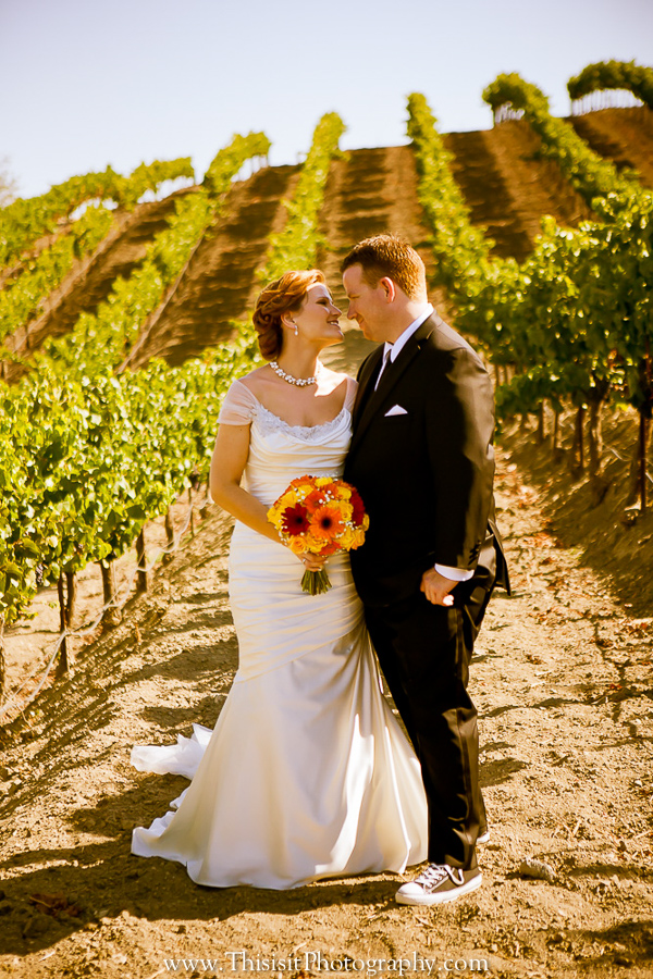 bride and groom photo in leal vineyards wedding venue