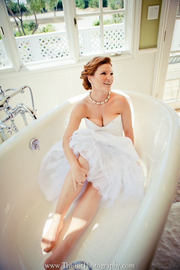 happy bride photo in a bathtub