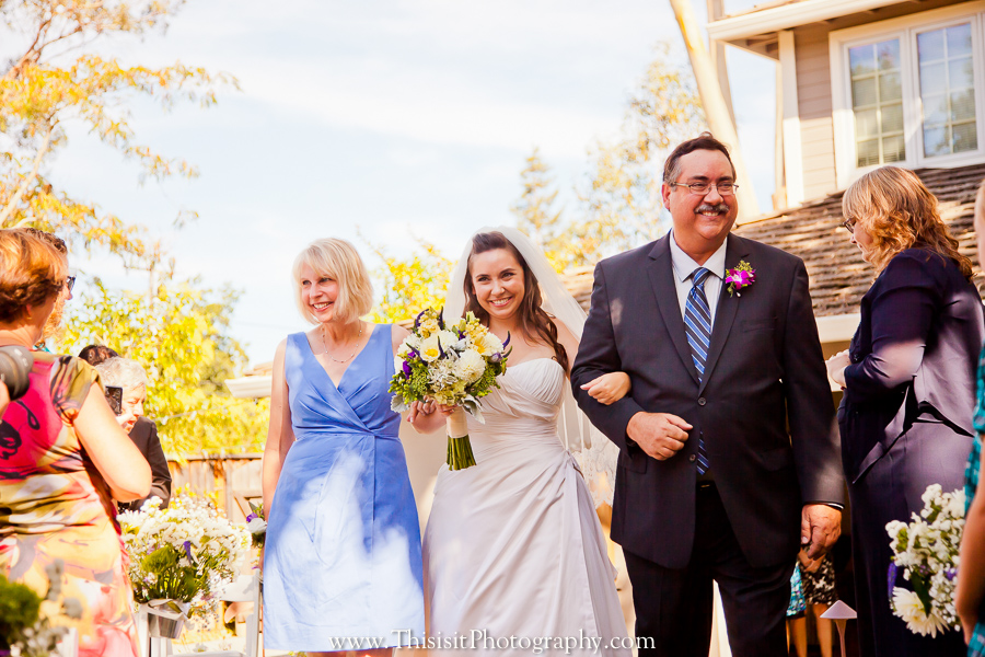 bride with parents photo of wedding photographer in saratoga